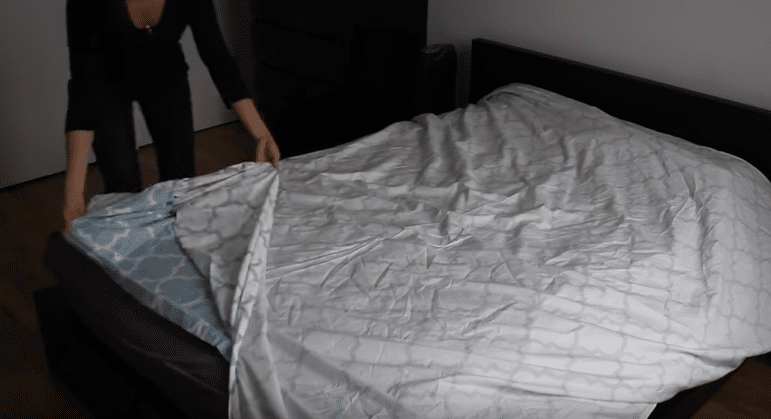 1-Lay the duvet cover on the bed