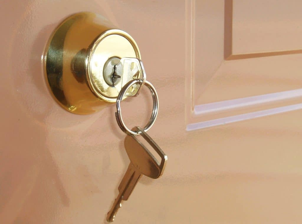 5 amazing bedroom door lock to maintain privacy best - Bedroom door knobs with key lock ...
